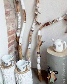 Handmade creations inspired by nature Beach Crafts, Fun Crafts, Diy And Crafts, Arts And Crafts, Driftwood Projects, Driftwood Art, Diy Projects, Stick Art, Branch Decor