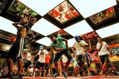 O Passinho, fenômeno cultural carioca, desembarca em São Paulo neste fim de semana. Entre os dias 10 e 11 de maio, dez dos melhores dançarinos da 2ª Batalha do Passinho, realizada no início de 2013, se apresentam no Itaú Cultural, na Avenida Paulista, sempre às 20h.