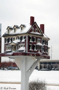 Incredible birdhome by America's Birdhouse Designer-Builder Extraordinaire - Thomas F Burke's Website!