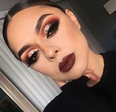 glam makeup glittery-cut-crease-eye-makeup-bold-lipstick-night-out-makeup-ideas-min Prom Makeup Looks, Fall Makeup Looks, Cute Makeup, Gorgeous Makeup, Fall Eyeshadow Looks, Fall Eye Makeup, Burgundy Eyeshadow Looks, Winter Makeup, Burgundy Makeup Look