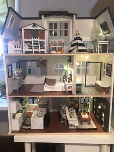 Mom's 'Fixer Upper'-Inspired Dollhouse Makeover Is So Nice, You'll Want to Liv. - Mom's 'Fixer Upper'-Inspired Dollhouse Makeover Is So Nice, You'll Want to Live in It - Diy Home Decor Bedroom For Teens, Doll House Plans, Barbie Doll House, Dream House Exterior, Miniature Houses, Miniature Dolls, Diy Dollhouse, Victorian Dollhouse, Dollhouse Miniatures