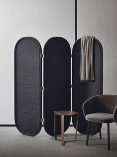 FRAMES ROOM DIVIDER - Designer Folding screens from Expormim ✓ all information ✓ high-resolution images ✓ CADs ✓ catalogues ✓ contact. Folding Screen Room Divider, Partition Screen, Diy Room Divider, Folding Screens, Divider Design, Divider Ideas, Space Dividers, Hotel Room Design, Banquette