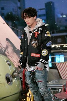 Share your favorite asian celebs/models/influencers outfits :giggle: [IMG] [IMG] [IMG] [IMG] Yg Entertainment, Asian Boys, Asian Men, K Pop, Ikon Kpop, Kim Jinhwan, Ikon Debut, Jay Song, Ikon Wallpaper