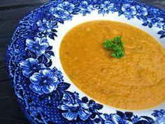 Kremova mrkvovo sosovicova polievka Thai Red Curry, Soup, Fruit, Tableware, Ethnic Recipes, Life, Dinnerware, Tablewares, Soups