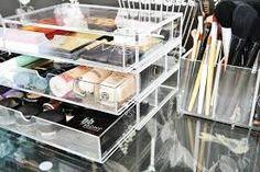 Cosmetic & make up storage solutions Make Up Storage, Table Storage, Makeup Storage Organization, Office Organization, Beauty Make-up, Beauty Room, Beauty Regime, Rangement Makeup, Dresser Table