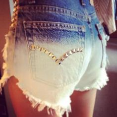 How to cut shorts and studs. I totally want a pair of studded shorts for spring/summer Shorts Diy, Dip Dye Shorts, Diy Jeans, Levi Shorts, High Waisted Shorts, Waisted Denim, Look Fashion, Diy Fashion, Ideias Fashion