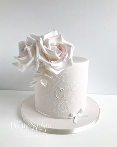 Browse through the different cakes we create here at The Pretty Sugar Cake Company, from Wedding Cakes & Wedding Favours to Celebration Cakes, to Cupcakes & Cookies. Wedding Favours, Wedding Cakes, Button Cupcakes, Luxury Cake, Sugar Cake, Different Cakes, Balloon Garland, How To Make Cookies, Home Wedding