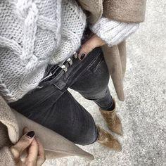 Une tenue basique et facile à porter avec un pull torsadé : http://ptilien.fr/wvAg