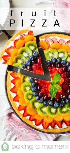 Fruit Pizza: Soft sugar cookie crust, fluffy cream cheese frosting, and a gorgeous mosaic of glazed fruit. Kids go crazy for this! recipe forkids Fruit Pizza: easy to make Fruit Pizza Cookies, Fruit Pizza Frosting, Fruit Pizza Bar, Easy Fruit Pizza, Healthy Frosting, Fruit Pizzas, Pizza Cups, Fruit Salads, Fruit Drinks