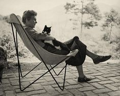 Elizabeth Bishop, Best Poems, Filling Station, American Poets, Cat People, Glamour, First Art, Butterfly Chair, Vintage Cat
