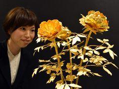 Puro oro  Una flor hecha de puro oro de 4,2 kg, está valorizada en 1,7 millones de dólares americanos. | Fuente: Privada | AFP