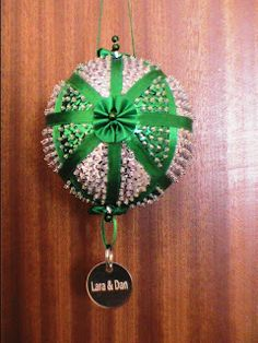 New Leaf Crafts: Bowdacious Ornament / Bauble / Decoration + how to video