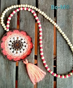 Acessórios feitas à mão. Artesanato. Crochet Dreamcatcher, Crochet Mandala, Crochet Art, Crochet Poncho, Crochet Crafts, Yarn Crafts, Crochet Flowers, Crochet Projects, Diy Accessories