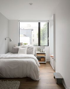 Location: New York - Little House Big City. The owners of this row house in Brooklyn were faced with a conundrum that many young families in New York eventually confront: the possibility… Tiny Bedroom Design, Small Room Bedroom, Room Ideas Bedroom, Home Bedroom, Room Decor, Narrow Bedroom, Master Bedroom, Bed Room, Long Bedroom Ideas