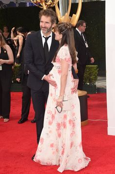 Pin for Later: Amanda Peet Officially Carries the Cutest Accessory of the Night!