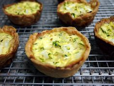 Happy Go Marni: What to Do With Leftover Pie Crust Dough: Mini Zucchini Onion Quiches Baked in a Muffin Pan! Quiche Pie Crust, Pie Crust Uses, Pie Crust Dough, Muffin Pan Recipes, Baking Recipes, Mini Pie Pans, Mini Quiche Recipes, Quiche Muffins, Breakfast Pie