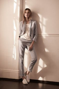 Womenswear Tailoring The Modern Edit :: Team cropped trousers with bright-white trainers to lend a typically sharp silhouette a sense of dressed-down ease. Suits And Sneakers, Sneakers Outfit Casual, How To Wear Sneakers, Casual Outfits, Ladies Outfits, Women's Sneakers, Fashion Outfits, Dress Casual, Gothic Fashion