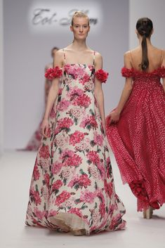 Alta Costura - SS18 - Tot-hom Dress Patterns, Print Patterns, Cute Dresses, Beautiful Dresses, Tot Hom, Fashion Prints, Evening Dresses, My Style, Floral