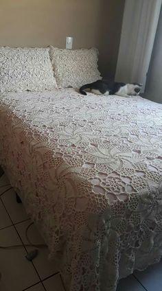 Crochet Bedspread, Crochet Blanket Patterns, Hello Kitty Crochet, Crochet Videos, Bed Spreads, Comforters, Knitting, White Bedspreads, Crochet Bedspread Pattern