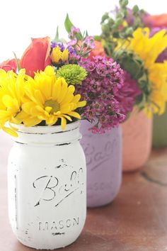 The Pretty Life Girls DIY: Easy Chalk Paint Vases | Mason Jar Projects
