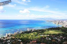 A porta de entrada para a maioria dos turistas que visitam o Havaí é a cidade de Honolulu, capital de Oahu. É a principal e mais desenvolvida cidade havaiana, com grande infra-estrutura turística, concentrada na região conhecida como Waikiki. Não espere ter uma experiência genuinamente havaiana nessa região, pois é tudo realmente muito turístico, com dezenas de lojas de marca, restaurantes chiques, grandes resorts e hotéis que são infestados por turistas japoneses.