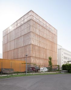 Ortner & Ortner Baukunst has created a new facility for the Ernst Busch Academy of Dramatic Arts in Berlin, by renovating a workshop building. Theatre Architecture, Facade Architecture, Berlin, Timber Buildings, Dramatic Arts, Famous Architects, Old Building, Facade Design, Cool Landscapes
