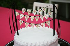 I can so make this piratey! Love the bunting!