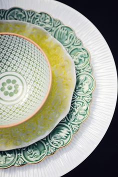 For a tablescape that really pops, Dreaming Tree Events paired mismatched plates into a single, visually stunning place setting for each guest. - HouseBeautiful.com