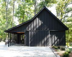 Black barn with black trim pole barn designs, shed homes, house colors, barn Pole Barn Garage, Pole Barn Homes, Pole Barns, Modern Barn, Modern Farmhouse, Modern Rustic, Black Barn, Black Shed, Black Metal Roof