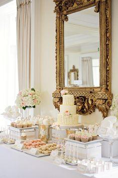 Cake table by Dreamworld Cakes - Photo: Rachel Rose Photography