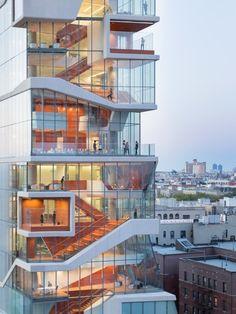 Progettato da Diller Scofidio + Renfro, il Vagelos Education Center è un nuovo edificio per la ricerca e la formazione in ambito medico del Columbia University Medical Center di New York.