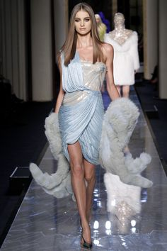Versace Spring 2014 Couture - Review - Fashion Week - Runway, Fashion Shows and Collections - Vogue