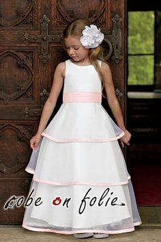 2358e5823e33b Robe demoiselle d honneur fille en rose et blanc avec une jupe très  mignonne en