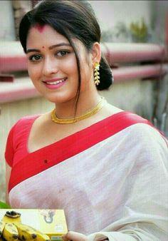 Beautiful Girl Photo, Beautiful Girl Indian, Most Beautiful Indian Actress, Beautiful Saree, Simply Beautiful, Beautiful Women, Beautiful Bollywood Actress, Beautiful Actresses, Beauty Full Girl