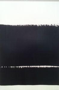 Une oeuvre de l'artiste Pierre Soulages intitulée Sans titre