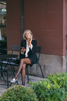 C h a r l o t t e - {wearing shorts while staying chique} Business Chic, Business Outfits, Office Outfits, Business Fashion, Chic Outfits, Fashion Outfits, Office Wear, Style Fashion, Pantyhose Fashion