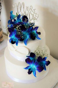 Purple Wedding Flowers Oh yes this is stunningly beautiful. Blue Orchid Wedding, Peacock Wedding Cake, Wedding Cake Fresh Flowers, Purple Wedding Cakes, Beautiful Wedding Cakes, Wedding Cake Designs, Wedding Cake Toppers, Orchid Cake, Blue Orchids