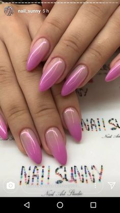 On average, the finger nails grow from 3 to millimeters per month. If it is difficult to change their growth rate, however, it is possible to cheat on their appearance and length through false nails. Fabulous Nails, Gorgeous Nails, Love Nails, Pink Nails, Pretty Nails, My Nails, Classy Nails, Stylish Nails, Nagellack Design