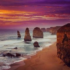 Sunset colours at the 12 Apostles, Great Ocean Road, VIC. Photo by @kcii on Instagram.