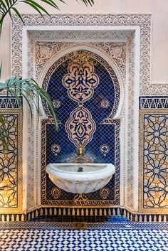 courtyard-in-riad-at-royal-mansour-hotel-marrakech_mini
