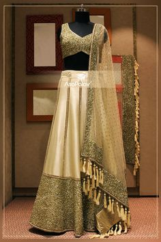 The much needed **#Sparkle**! #ElegancePersonified #Asopalav #Ahmedabad #ElegantBridalWear #DesignerCollection #NewCollection #Indianweddings #Bridallehenga #Indianfashion #BigFatIndianWeddings #Bridalwear #BridalElegance #NewGenerationBrides #IndianEthnicWear #bridalboutique #bridalinspiration