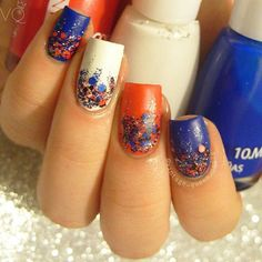 Day 4 #nailartchallengejuly 4th of July, Happy Birthday USA! Inspired by @just1nail  Esmaltes #franticnicole 24 (rojo), F81 (azul), Francesa (blanco), 260 (glitter plateado holográfico) y @maybelline Wild At Heart y Nighttime Noise