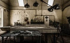 The 38 Most Haunted Abandoned Places on Earth - More than half of the patients that came to the Willard Asylum in New York died within its walls. That's why this place is one of the creepiest. Abandoned Asylums, Abandoned Buildings, Abandoned Places, Abandoned Homes, Famous Buildings, Scary Places, Haunted Places, Haunted Houses, Awesome