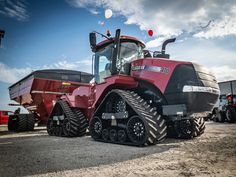 The Case IH Steigers have lead the industry in power to the ground for years. Check out this Case IH Stegier 470 quadtrac our Urbana location had on display for their open house last week. Case Ih Tractors, Big Tractors, Red Tractor, Vintage Tractors, International Tractors, International Harvester, New Holland, Crop Farming, Tractor Implements