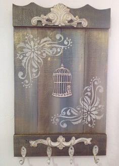 pallet decoupage - very nice idea! Rustic Crafts, Wood Crafts, Diy And Crafts, Arts And Crafts, Pallet Picture Frames, Mirrored Picture Frames, Arte Pallet, Pallet Art, Fabric Painting