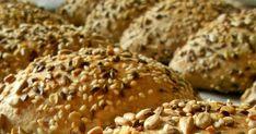 teljes kiőrlésű Szeretjük a magvakat, kenyérbe, pékáruba vagy csak magában, pirítva nasiként. Ezúttal egy ultra magos buci készült, kívü... Bagel, Food And Drink, Bread, Brot, Baking, Breads, Buns