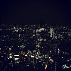 Instagram【eleventons】さんの写真をピンしています。 《lights in the night, from high.  #night#lights#roppongi#roppongihills#moritower#morimuseum#tokyo#japan#夜#夜景#六本木#六本木ヒルズ#森ビル#森美術館#東京》