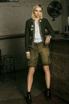 Lederhosen Outfit, Deck Steps, Custom Decks, German Fashion, Outfits Damen, German Girls, Deck Design, Blazer, Deck Of Cards