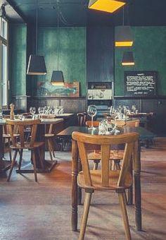 """Eine regionale Küche mitten im internationalen Kreuzberg – das bekommt man im Restaurant """"Zum Mond"""" in Berlin. Eine kleine, aber feine, feste Speisekarte wird durch ein bis zwei wechselnde Menüs und leckere Weine ergänzt."""
