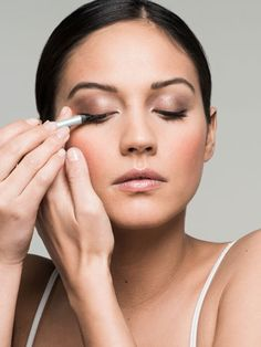 Get Gorgeous In 10, 5, Even 2 Minutes: Makeup artist Mally Roncal (who does the faces of Beyoncé and Jennifer Lopez) designed this basic routine you can build on to save precious morning time...
